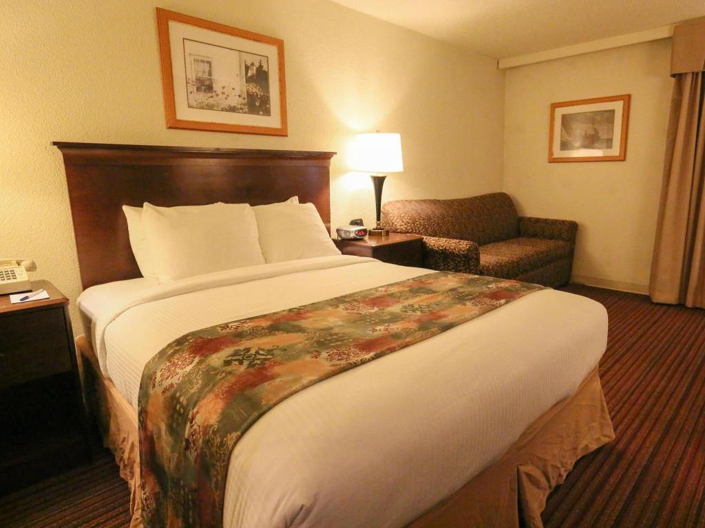 Standard - Cama Best Western Merry Manor Inn