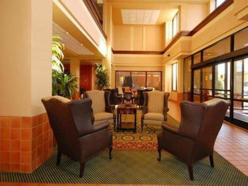 Lobby Four Points by Sheraton Raleigh North
