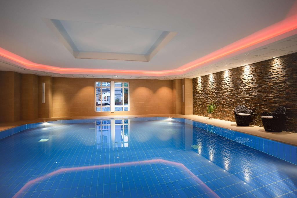 Swimming pool Hilton Bonn