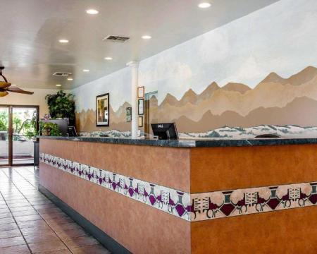 Hol Travelodge by Wyndham Palm Springs