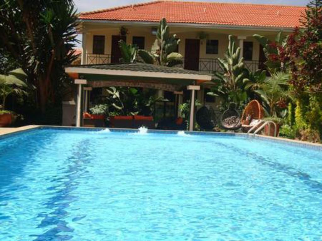 Swimming pool Comfort Gardens Guest House