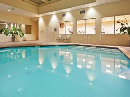 Swimming pool Crowne Plaza San Francisco Airport