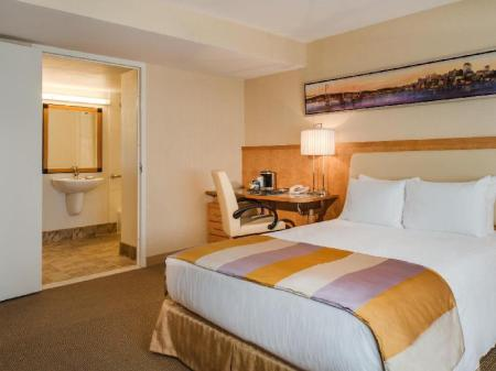 Standard Accessible Queen Bed Hilton San Francisco Airport Bayfront
