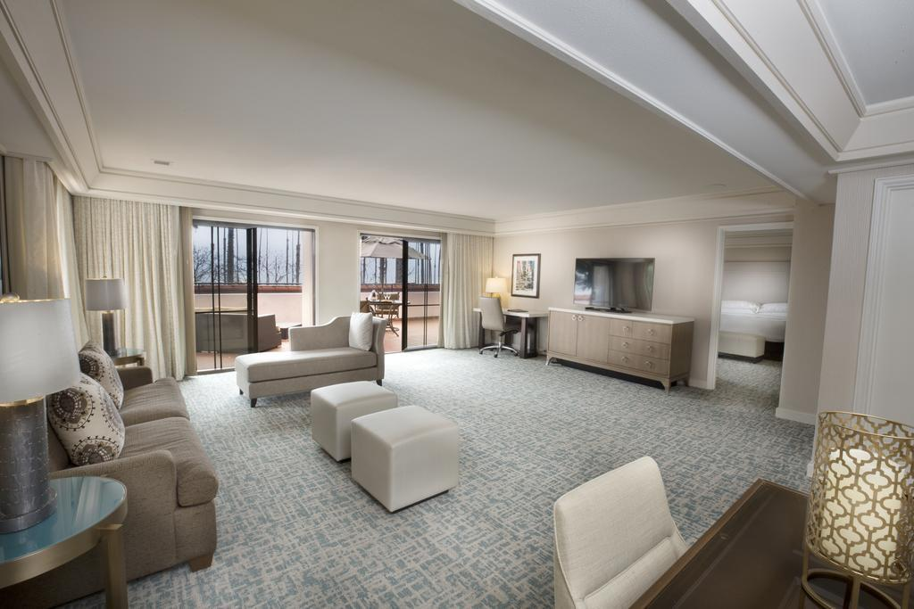 King Suite with Resort View