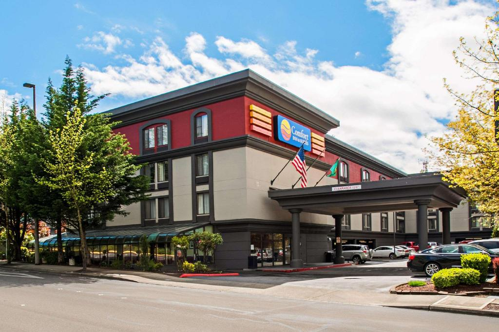 Comfort Inn and Suites Sea-Tac Airport
