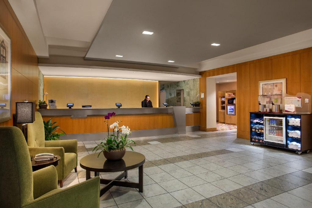 Lobby Crowne Plaza San Francisco Airport