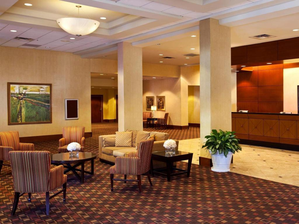 Lobi DoubleTree by Hilton Tallahassee