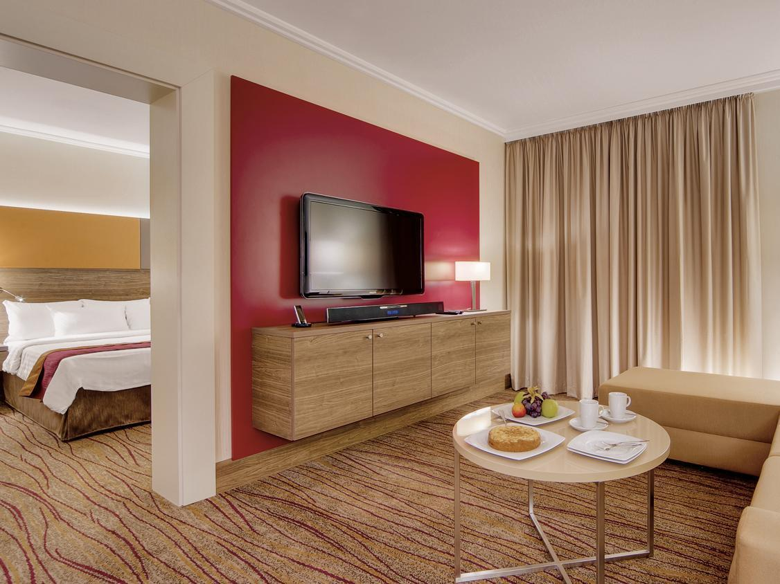 1 Bedroom Junior Suite, 1 King, Sofa bed