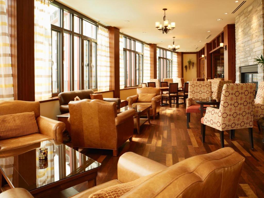 فندق فيرمونت تريمبلانت Fairmont Tremblant Hotel Mont