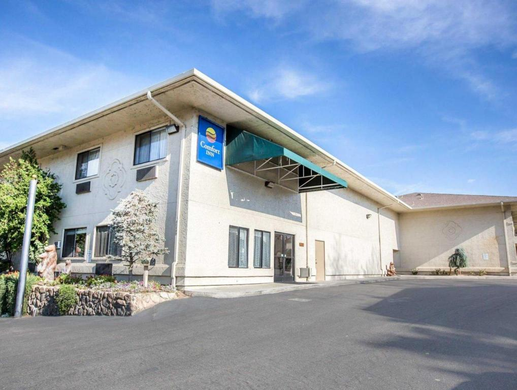 More About Comfort Inn Yosemite Area