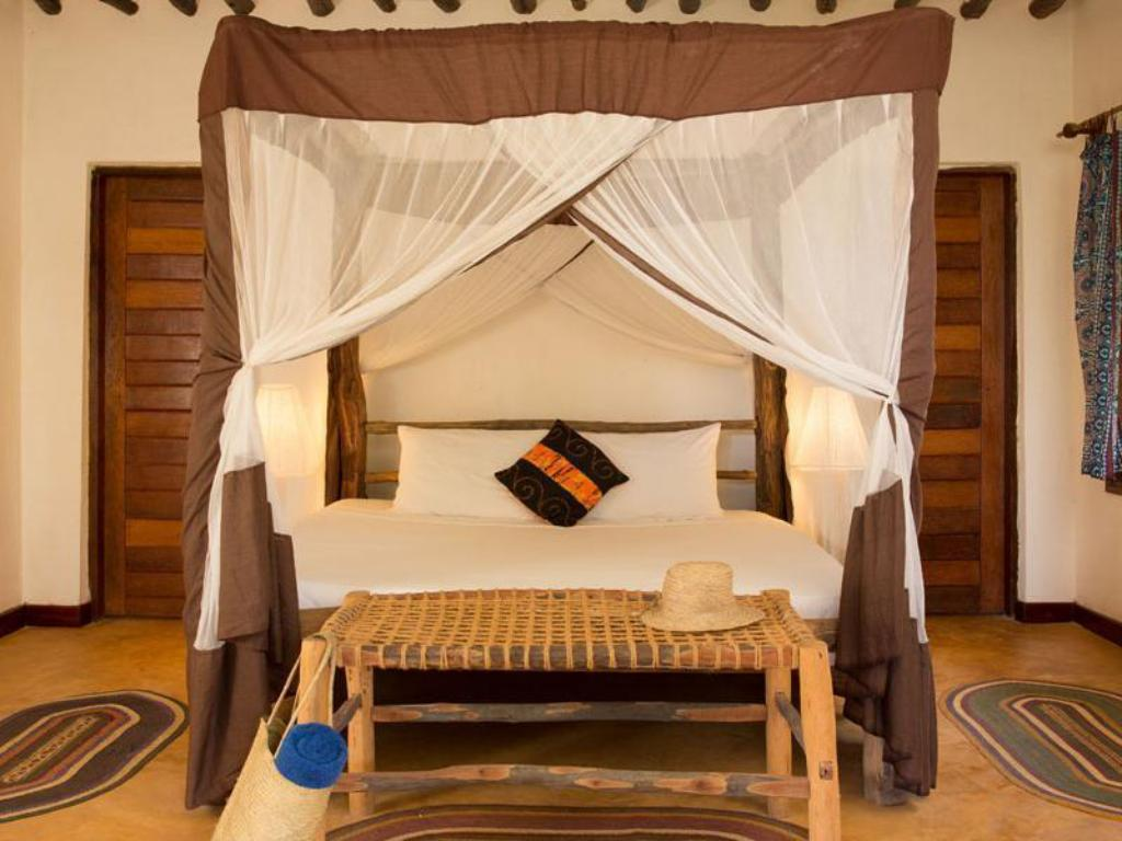 Family Room - Bed Kichanga Lodge Zanzibar