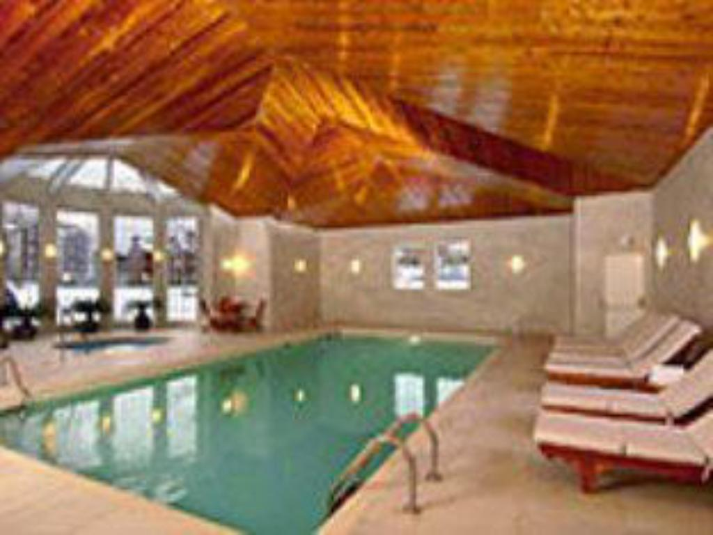 Swimming pool Manoir Saint-Sauveur