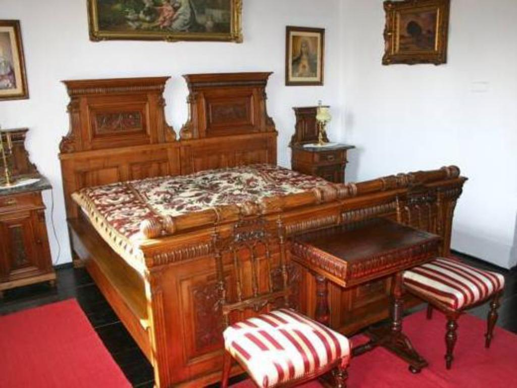 More about Antik Vendégház