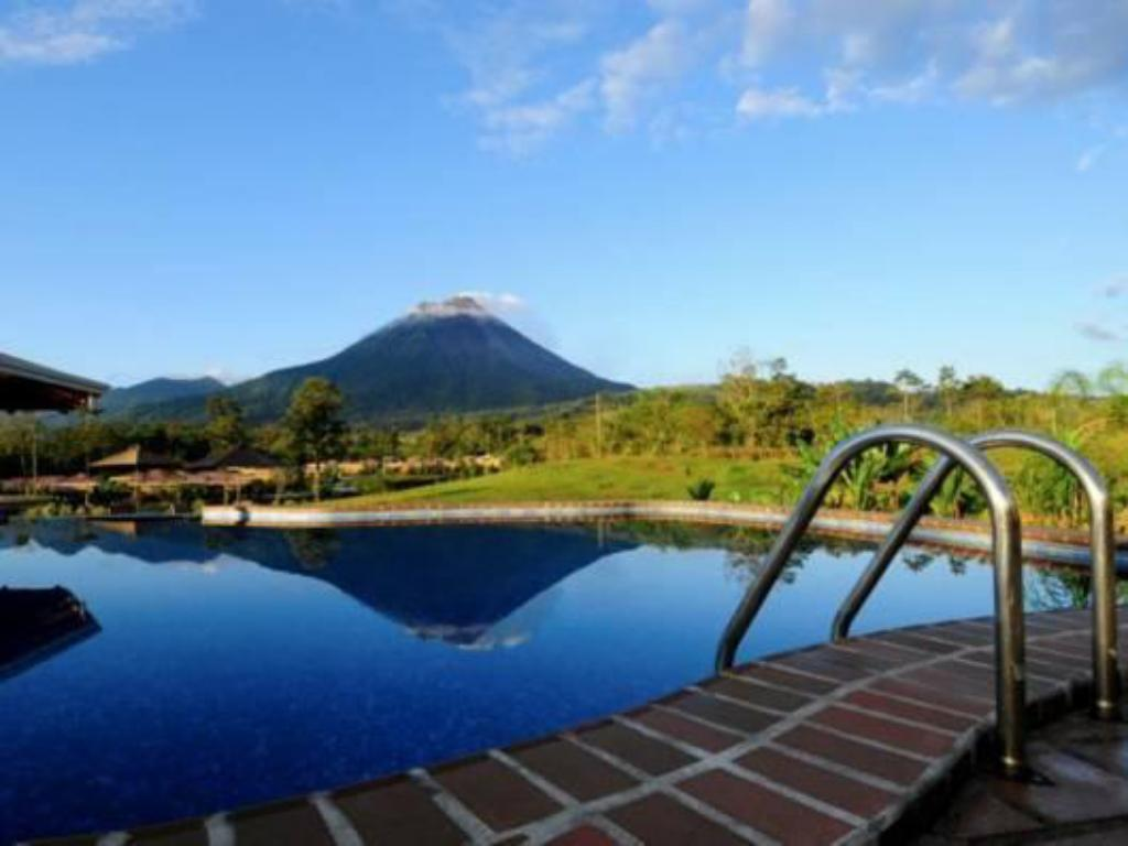 Kolam renang Arenal Manoa & Hot Springs