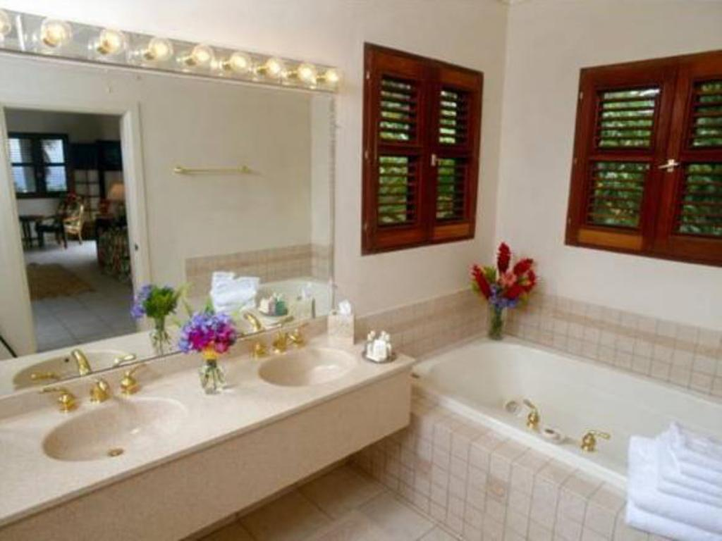 Bathroom Ottleys Plantation Inn