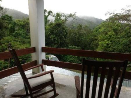 balkon/terras El Hotelito at The Rainforest Experience Farm