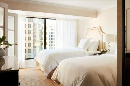 Deluxe Executive Suite City View Two Double beds Four Seasons Hotel Vancouver
