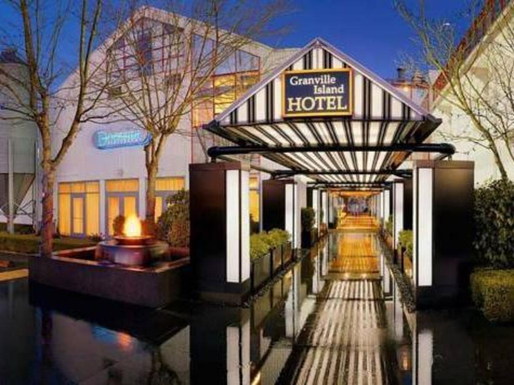 best price on granville island hotel in vancouver bc. Black Bedroom Furniture Sets. Home Design Ideas