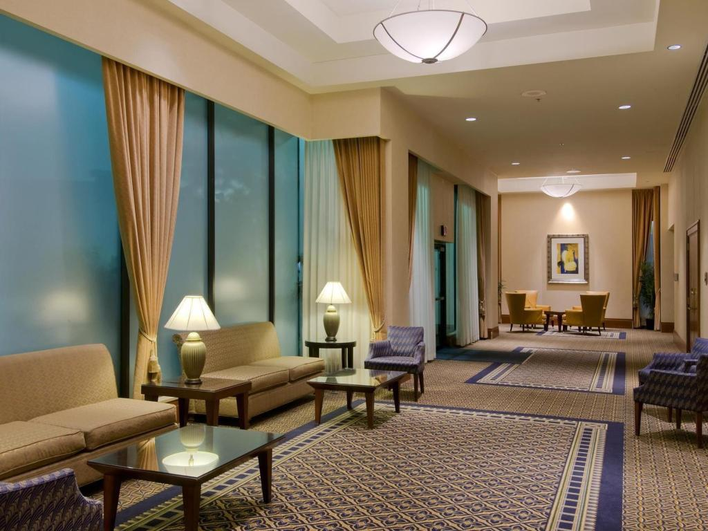 Interior view Hilton Vancouver Airport Hotel