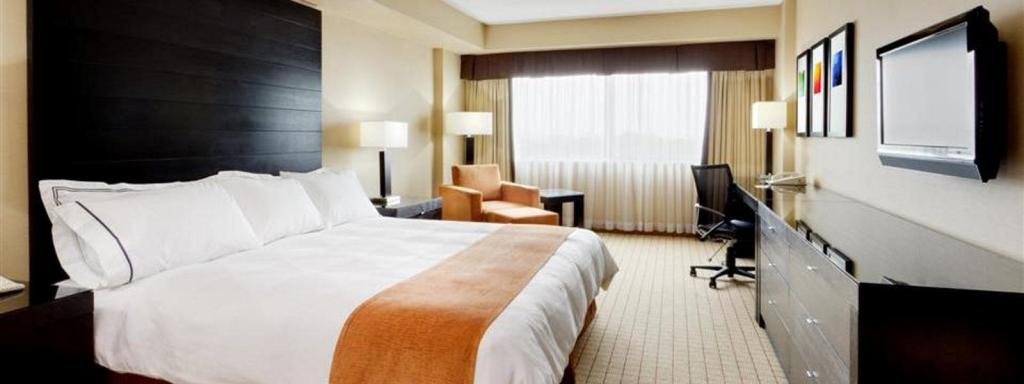 Pat king-size Radisson Hotel Vancouver Airport