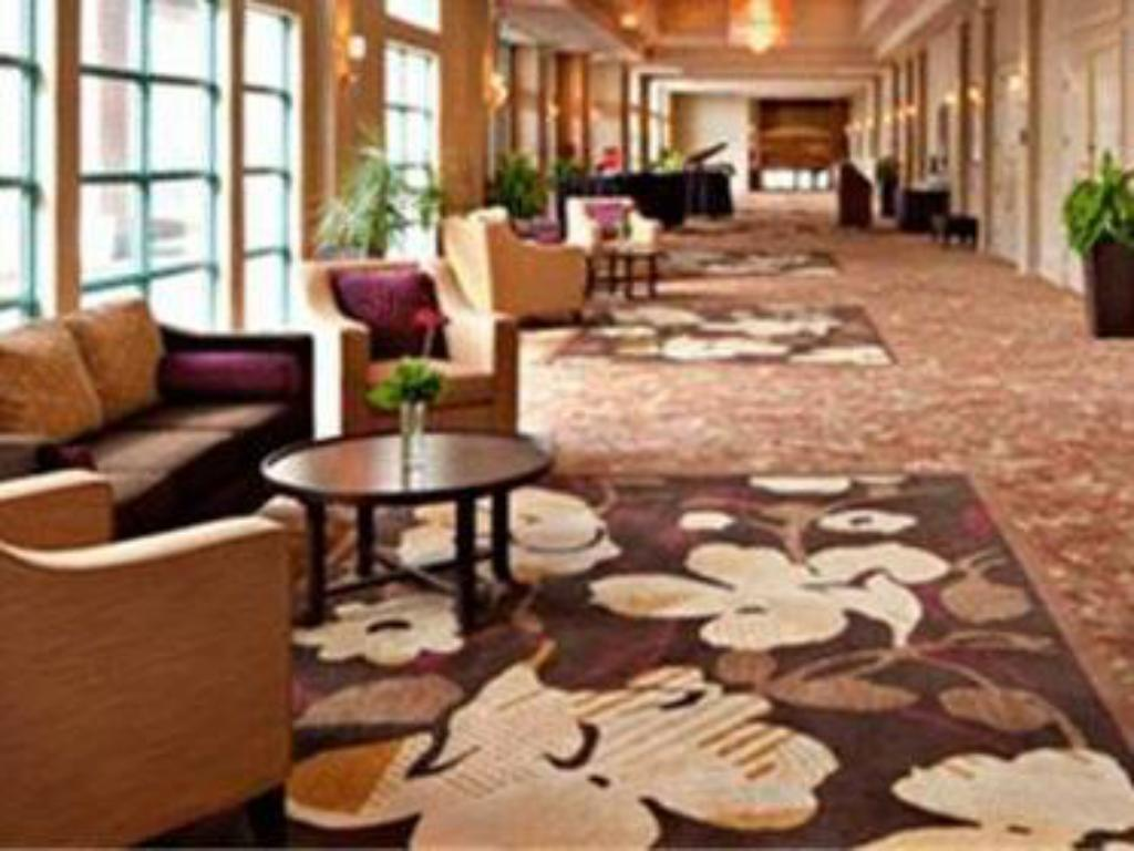 Lobby Delta Hotels by Marriott Grand Okanagan Resort