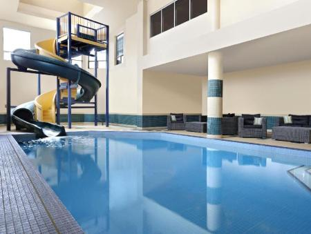 Piscină Four Points by Sheraton Hotel & Suites Calgary West