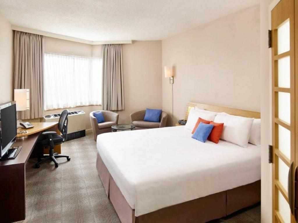 2 Queen Beds Superior Room Novotel Toronto Mississauga Center Hotel