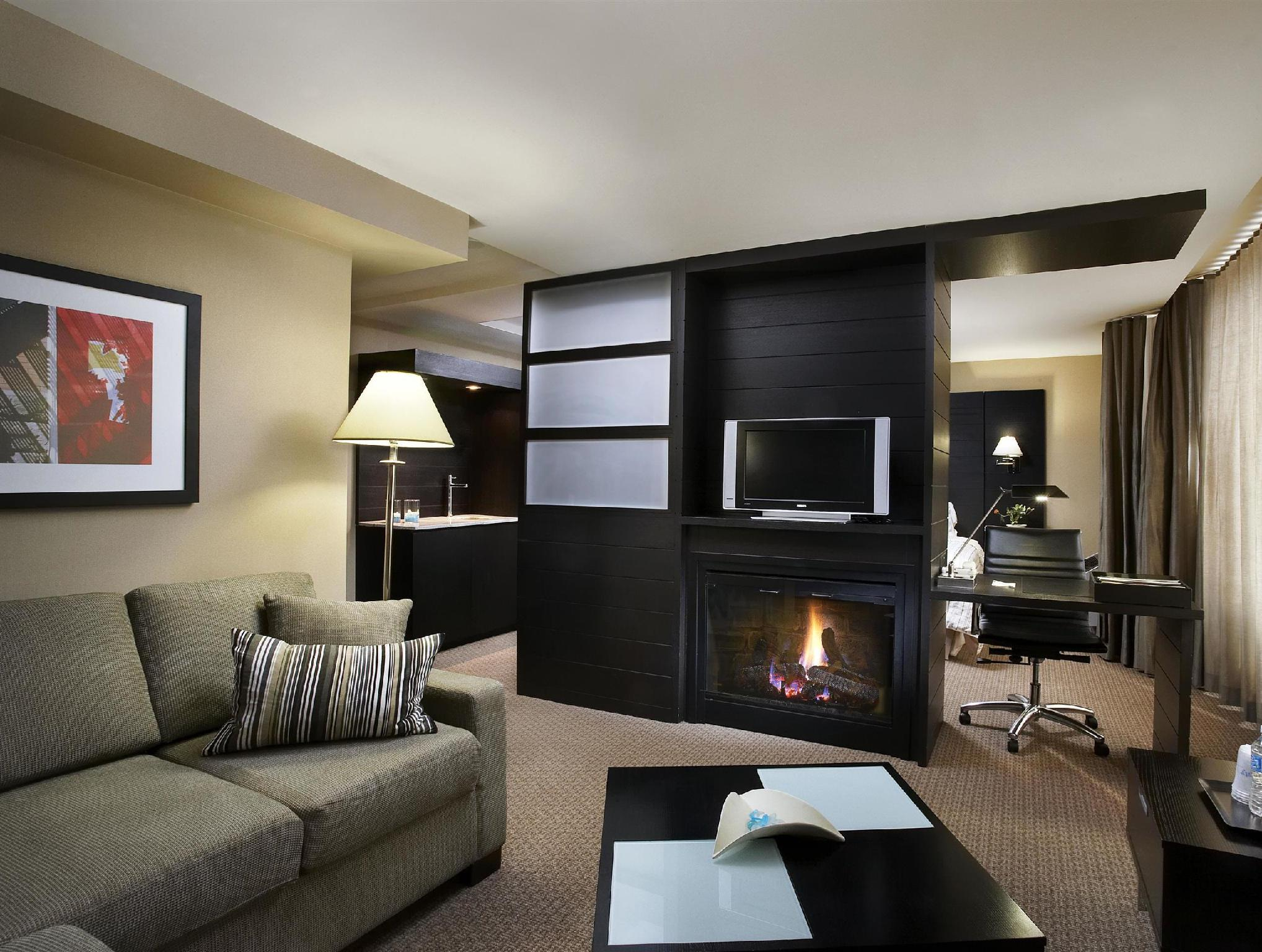 Suite, 1 King, Fireplace