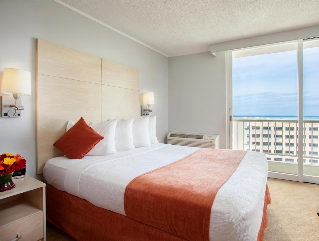 Partial Ocean View with 1 King Bed - No Smoking - Bed Best Western Plus Condado Palm Inn & Suites