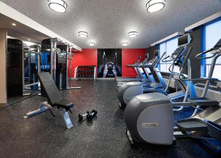 Fitness center Radisson Suite Hotel Toronto Airport
