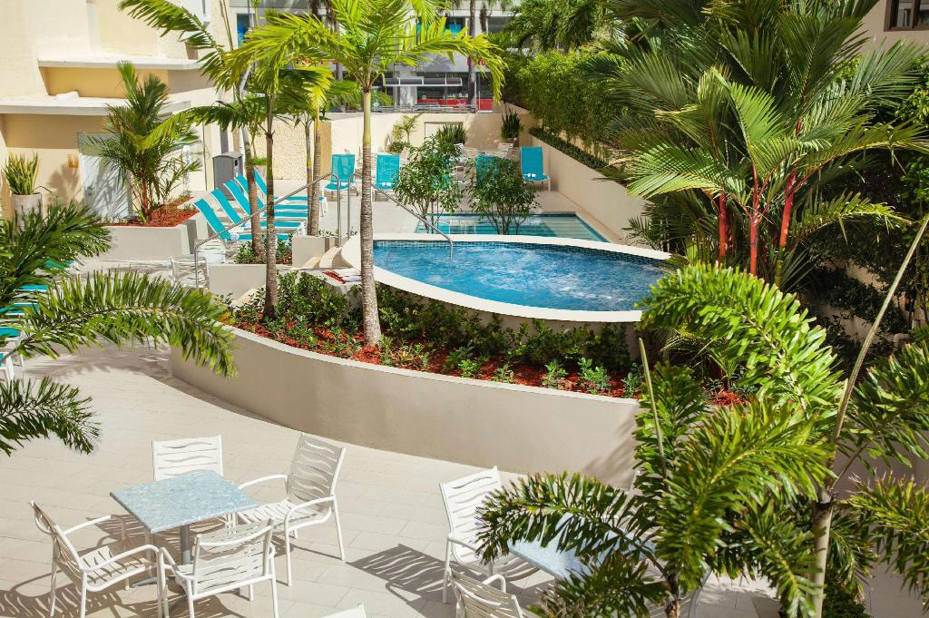 Swimming pool [outdoor] Best Western Plus Condado Palm Inn & Suites