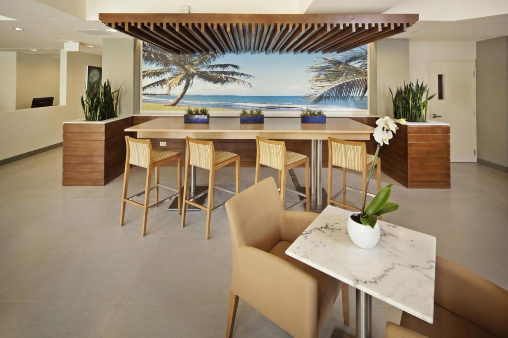 Lobby Best Western Plus Condado Palm Inn & Suites