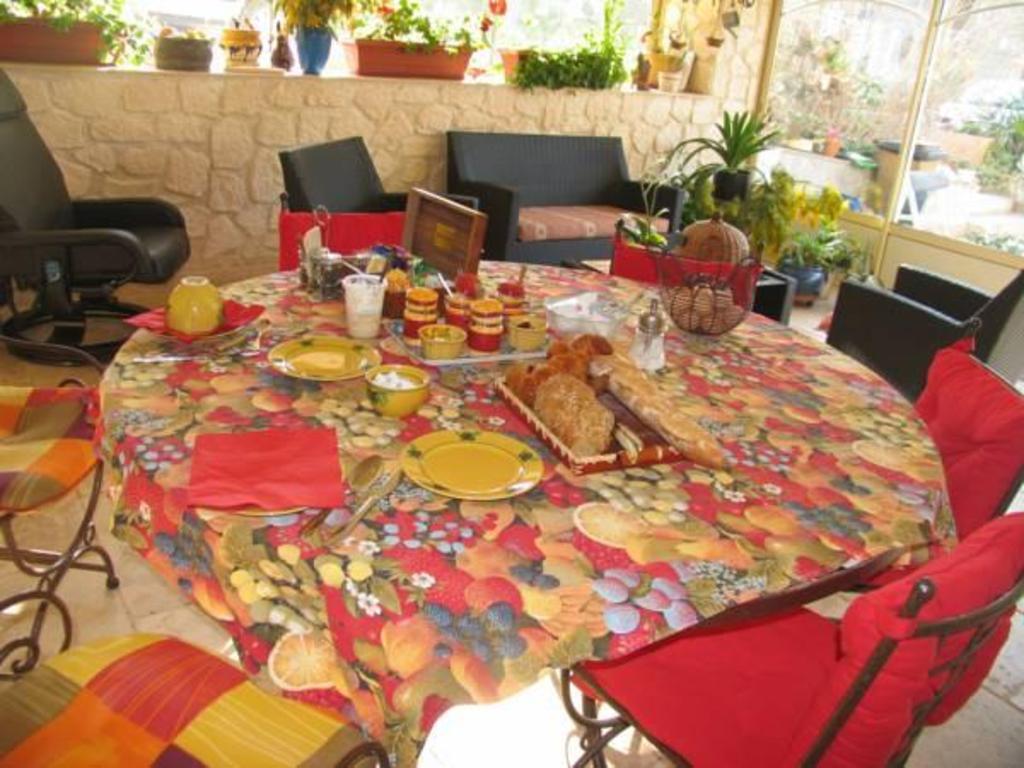 La Table De Chez Nous Lambesc chez cathy | lambesc offres actualisÉes 2020 à partir de