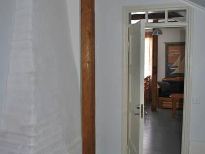 Keturvietis numeris su bendru vonios kambariu (Quadruple Room with Shared Bathroom)