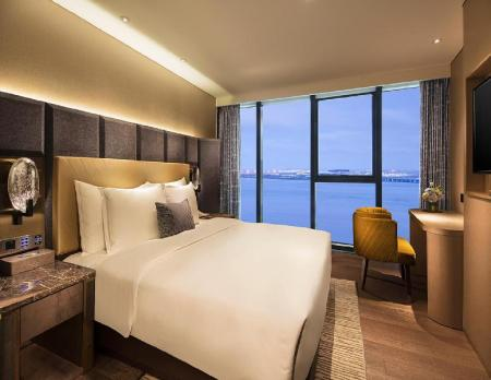 Deluxe Sea View Room 1 King bed - Vaade Grand Bay Hotel Zhuhai