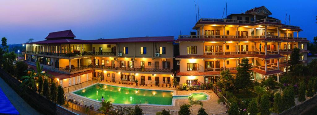 Hotel Royal Safari Guesthouse Bed And Breakfast Chitwan Deals Photos Reviews
