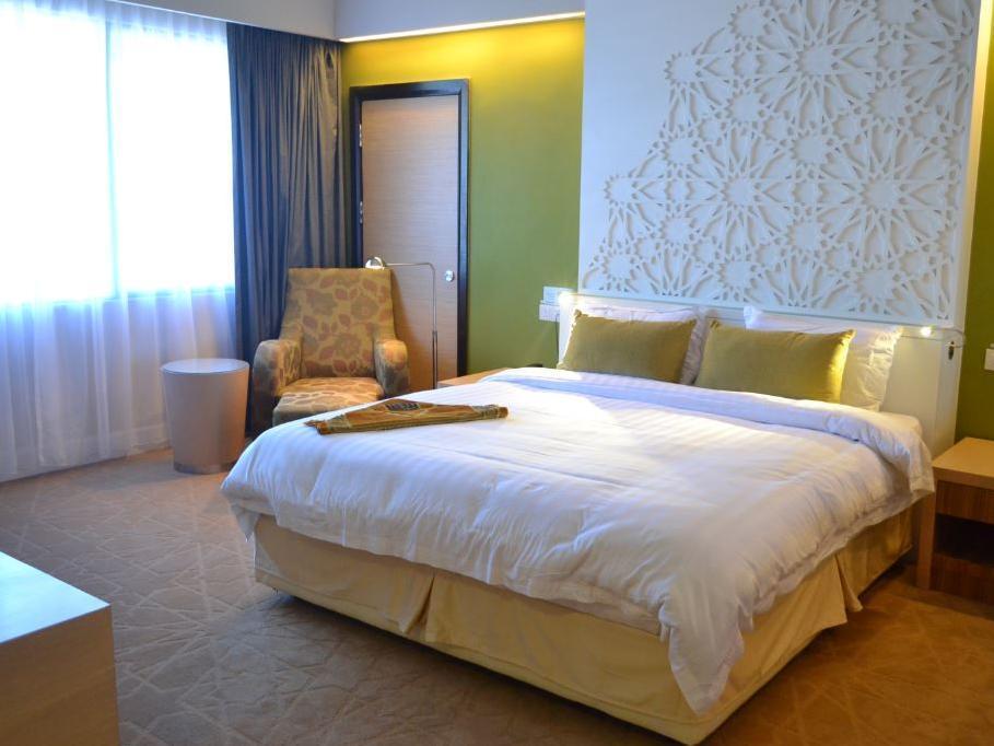 Booking Th Hotel Kota Kinabalu Agoda Com Deals Photos