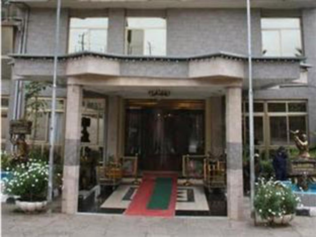כניסה Hotel De Leopol International