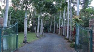 Emerald Tropical Palms B&B