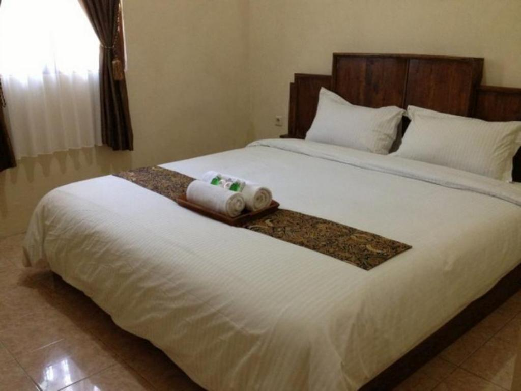 Standard Double Room Larasati Guest House