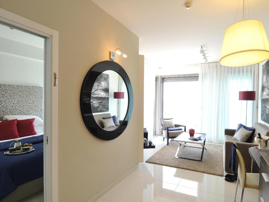 Deluxe Suite with Balcony - Bed West Boutique Hotel Tel Aviv