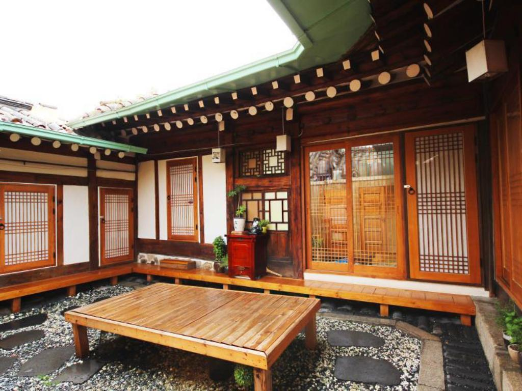 Ohbok hanok guesthouse in seoul room deals photos reviews for Modern korean house architecture