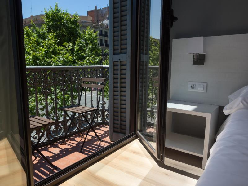 Habitació per a 2 persones amb balcó i bany privat (Double Room with Balcony and Private Bathroom)