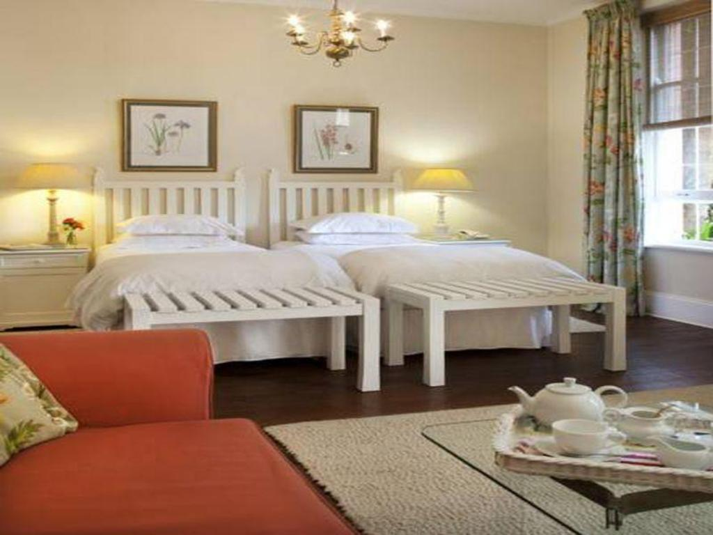 Small Double Room - Guestroom Essenwood House
