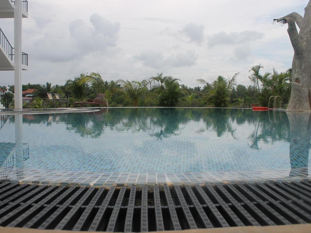 Swimming pool Hotel East Lagoon