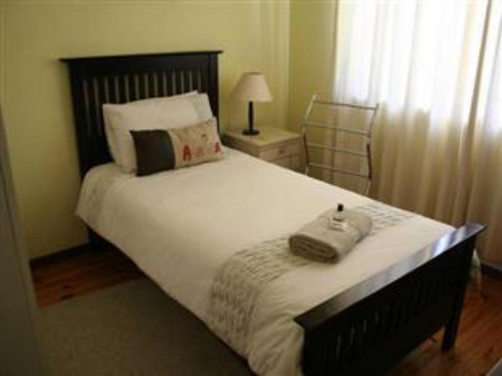 Single Room - Bed 41 on Cedar Bed and Breakfast