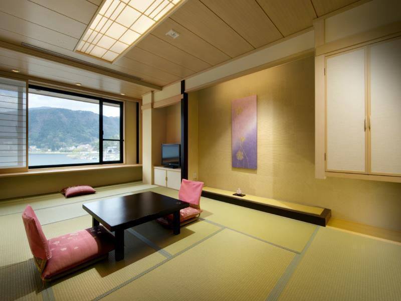 Large Japanese Style Room