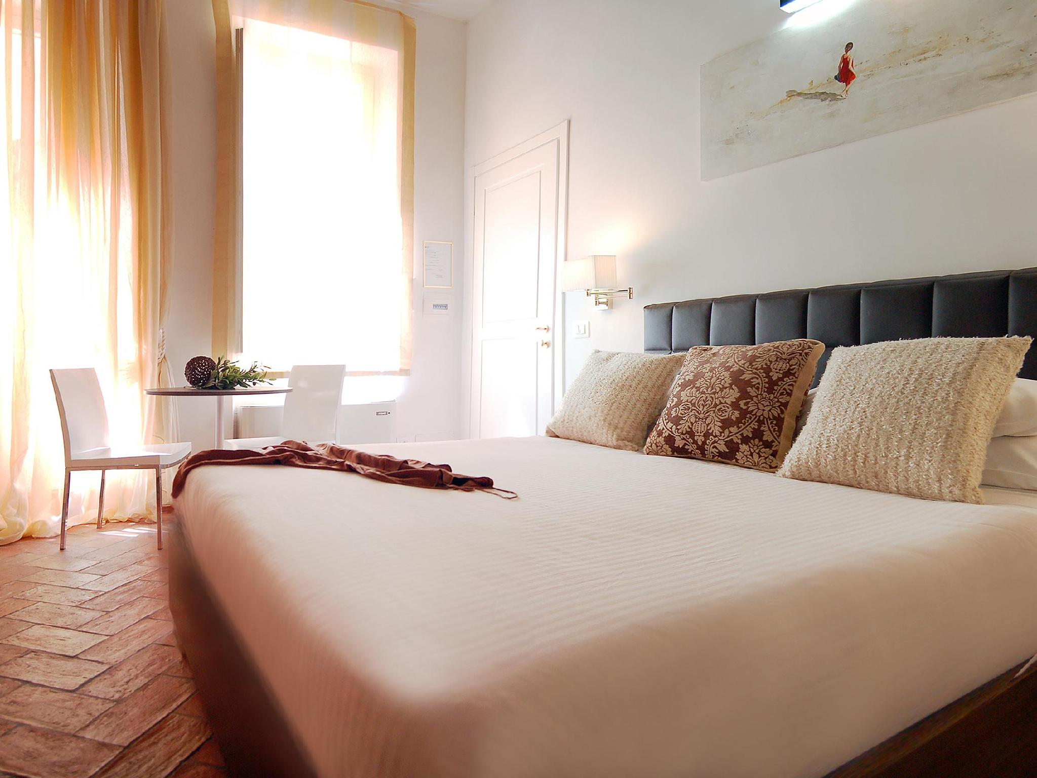 Best price on navona luxury apartments in rome reviews for Hotel luxury navona