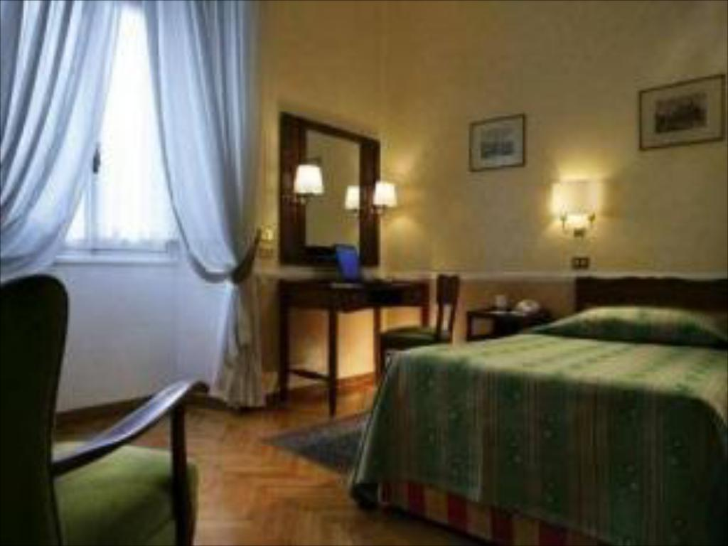 Standard Single Room - Guestroom Bettoja Massimo D'Azeglio Hotel