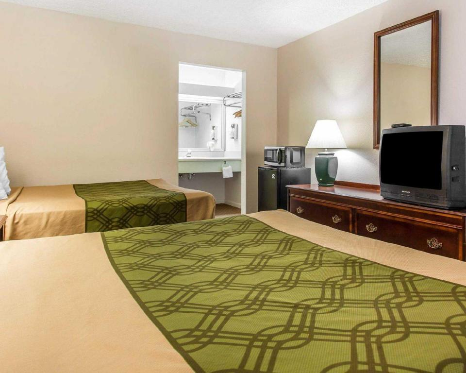 Double with 2 Double Beds - Non-Smoking Econo Lodge